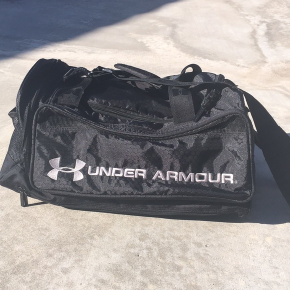 c10f36209b SALE Under Armour Duffle Sport Bag. M 5a6e1e0233162791cbcdddb3